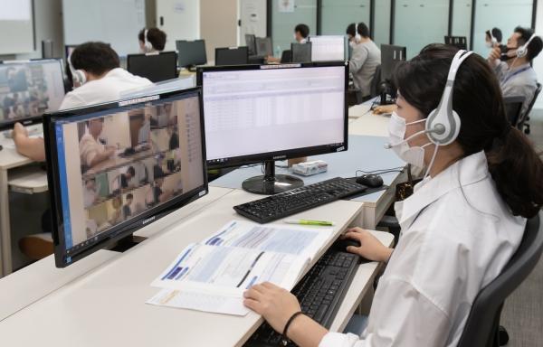 삼성이 신입사원 채용 관문인 GSAT를 온라인으로 진행했다. 사진은 시험감독권이 GAST 응모자의 부정행위를 온라인으로 감시하고 있는 모습. 사진=삼성전자